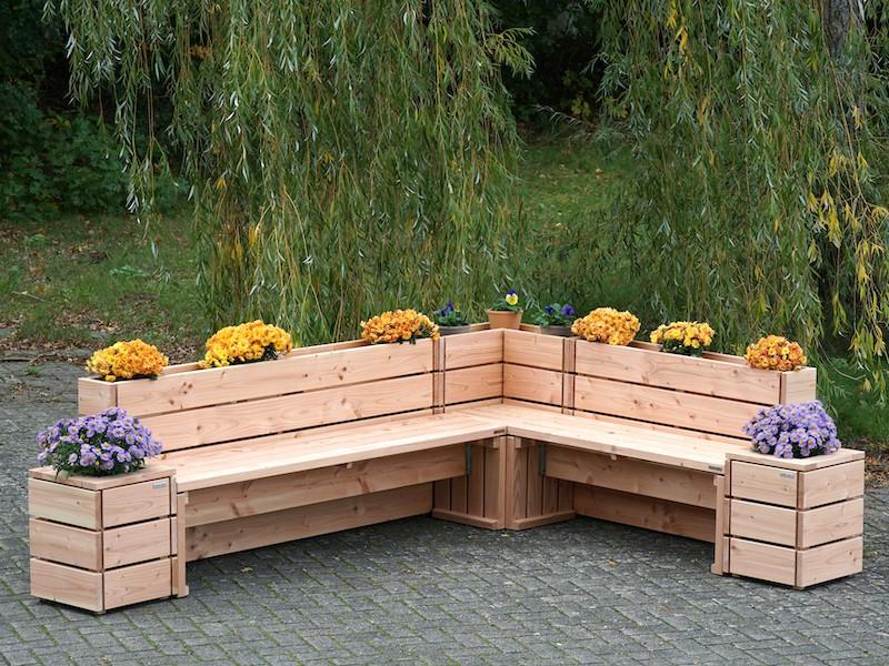 Sitzecke Mit Ruckenlehne Als Pflanzkasten Pflanzkasten Gartenecke Gartenbank Holz