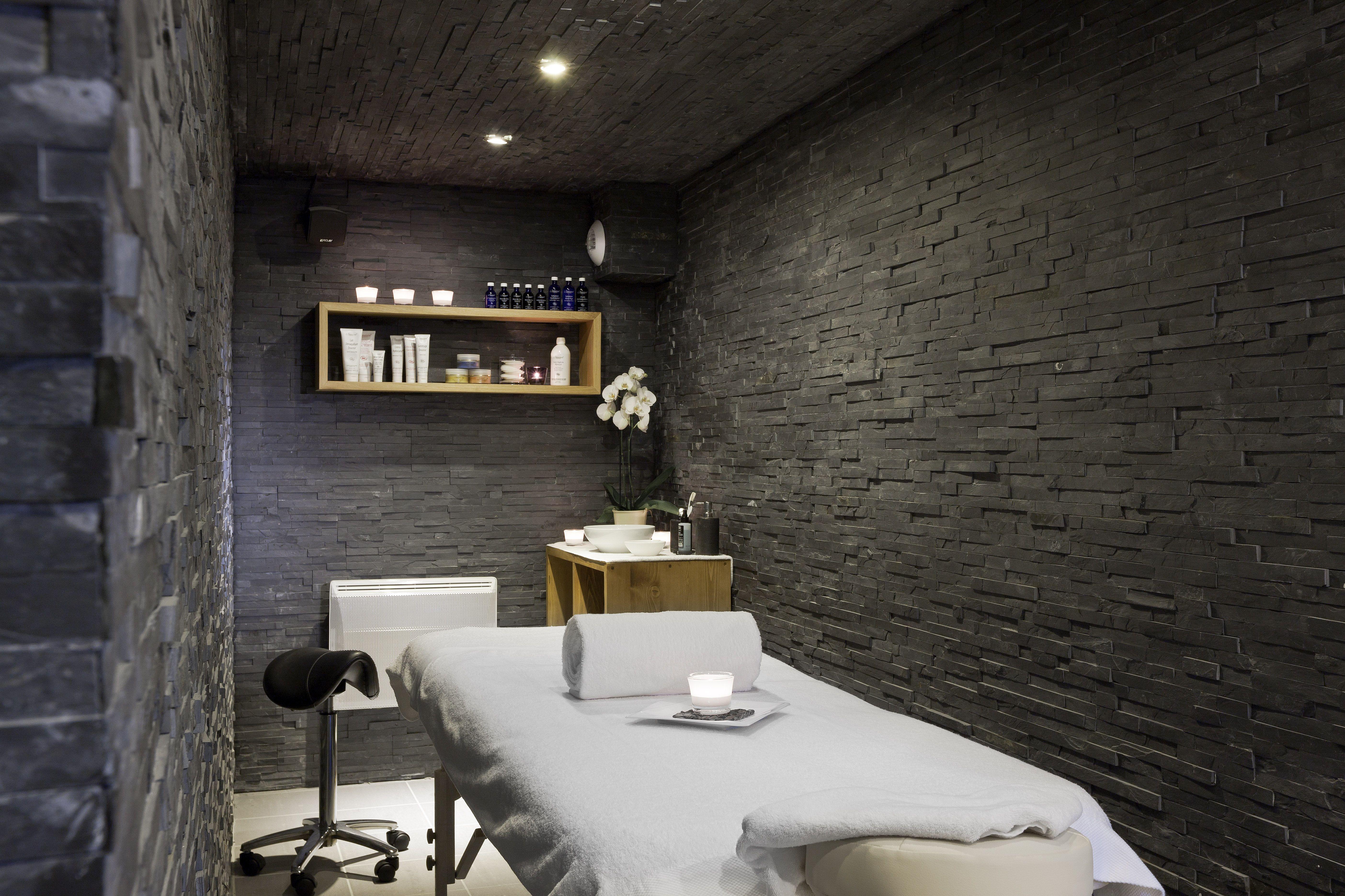 Spa cabine de soin treatment room spa pinterest spa cabine et institut de beaut - Salon de soins esthetiques ...