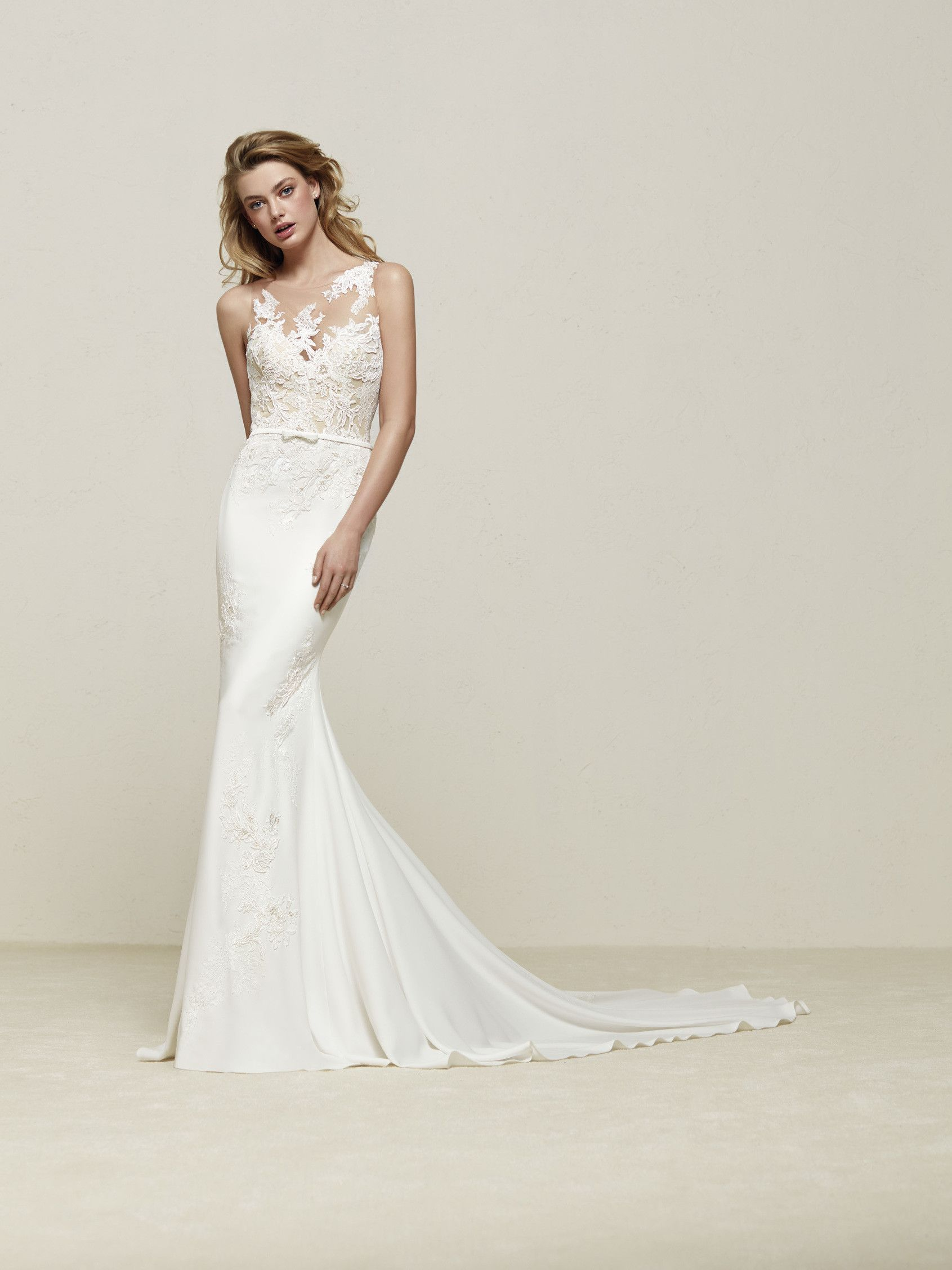 Drenoa Beautiful wedding dress with lace that streamlines the