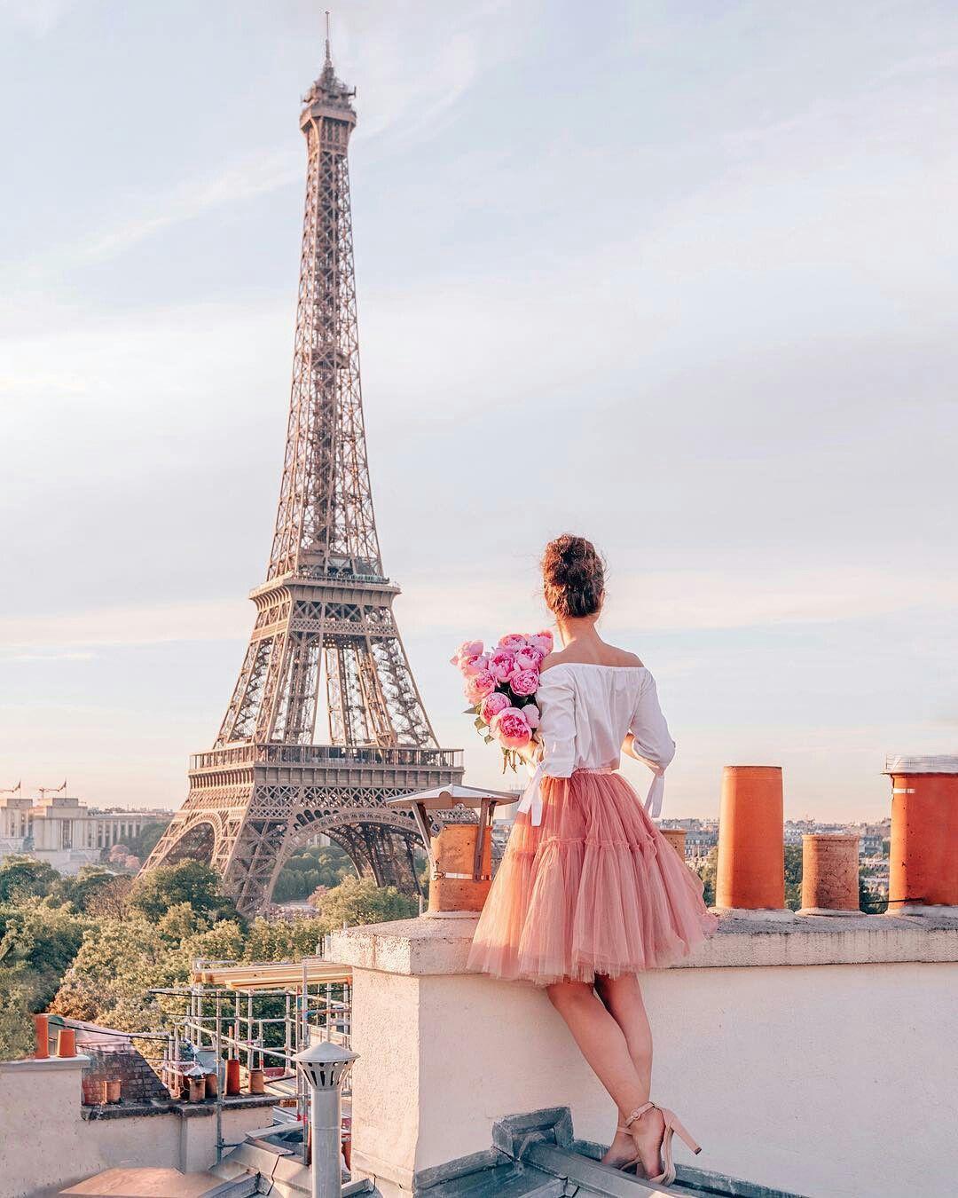 Красивые картинки с эйфелевой башней с девушкой