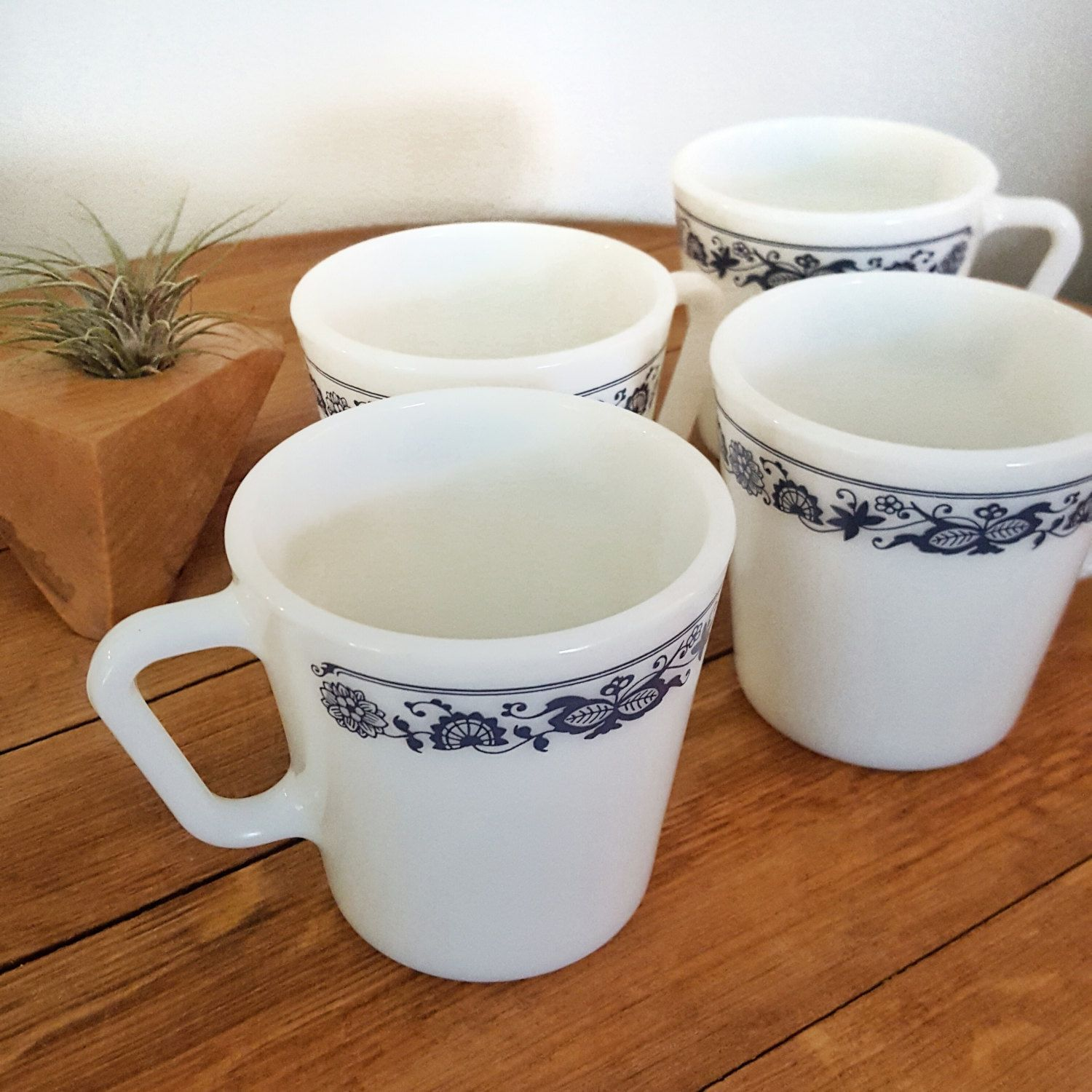 Vintage Pyrex Milk Gl Old Town Blue Onion Pattern Navy On With D Handles Tea Cups Coffee Mugs