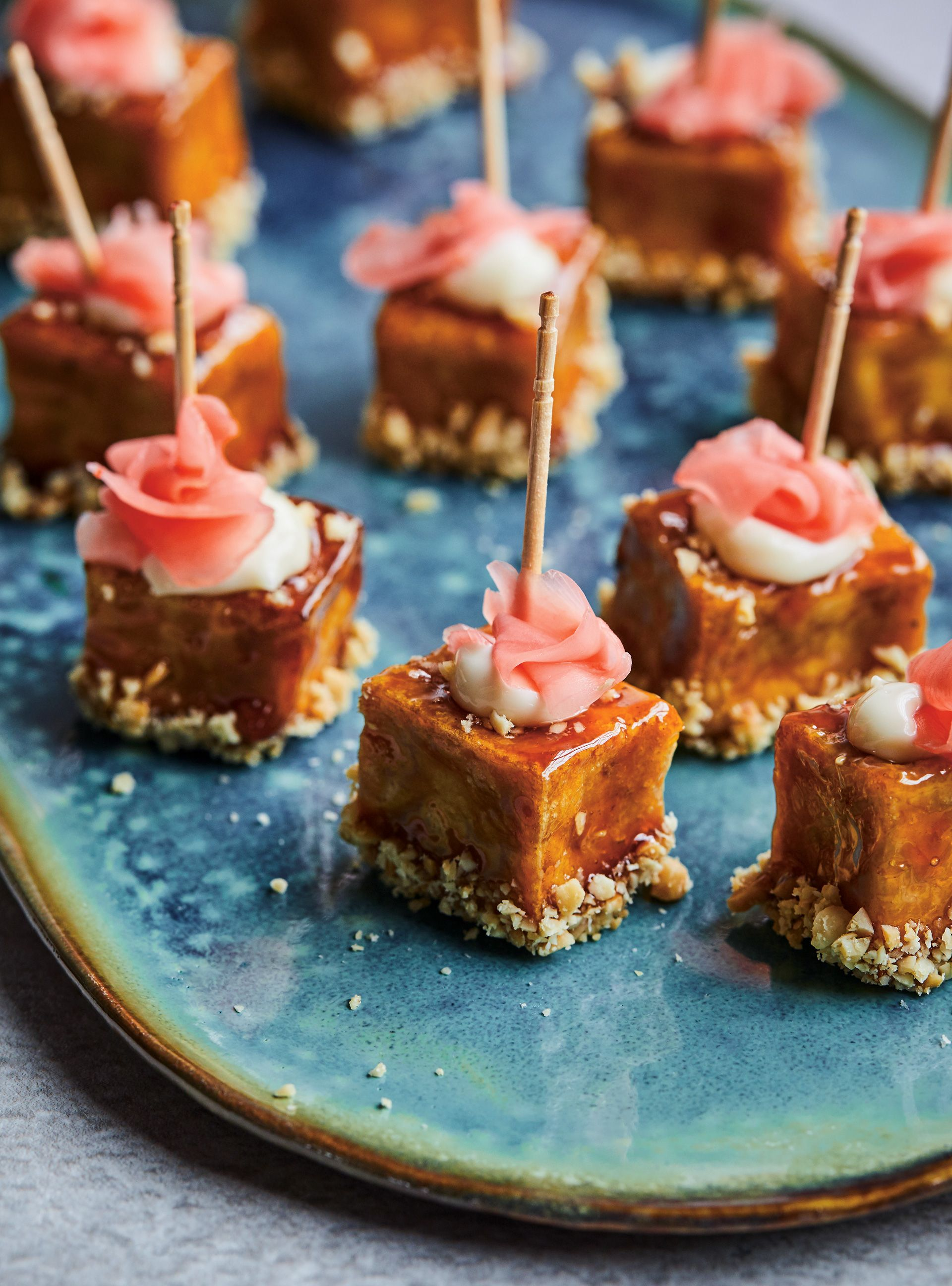 Bouchées de tofu laquées, arachides et gingembre Recipe