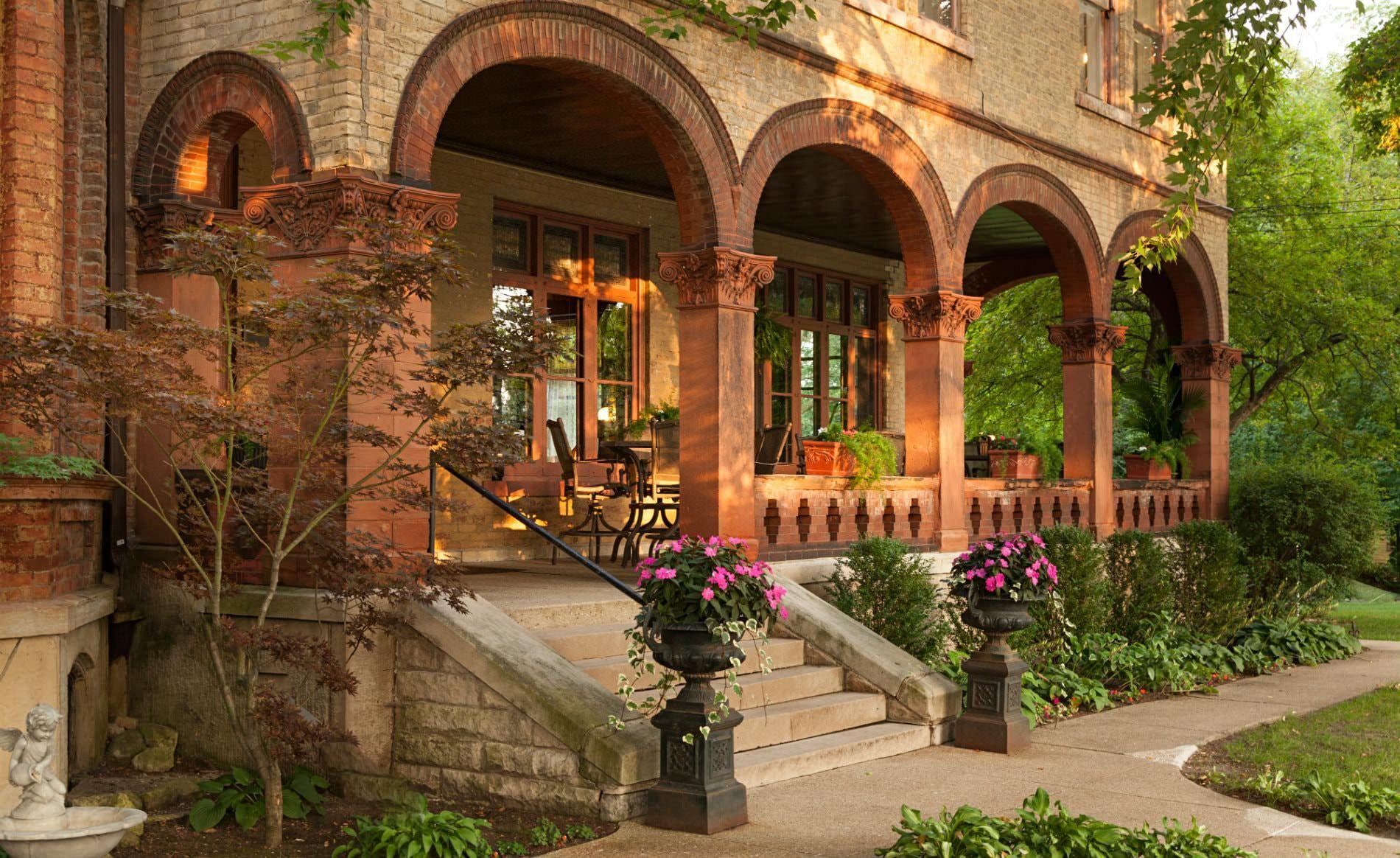 Vrooman Mansion, a historic Bed & Breakfast near