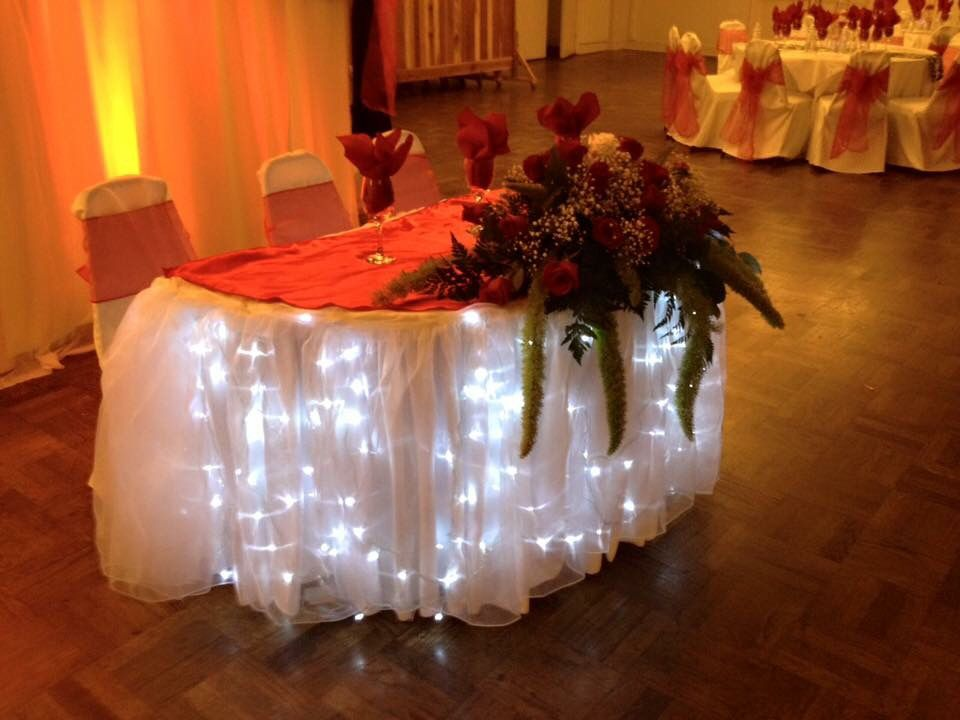 wedding couple sweetheart table ideas this sweetheart table has a red satin overlay over a
