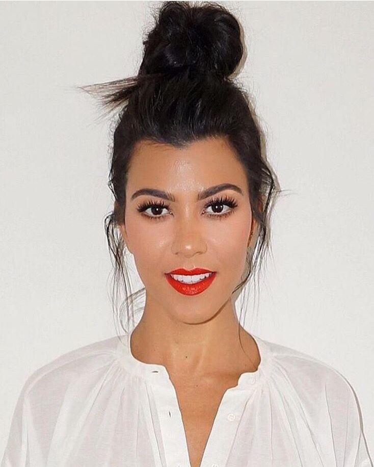Kardashian updo   Kourtney kardashian makeup, Hair beauty ...