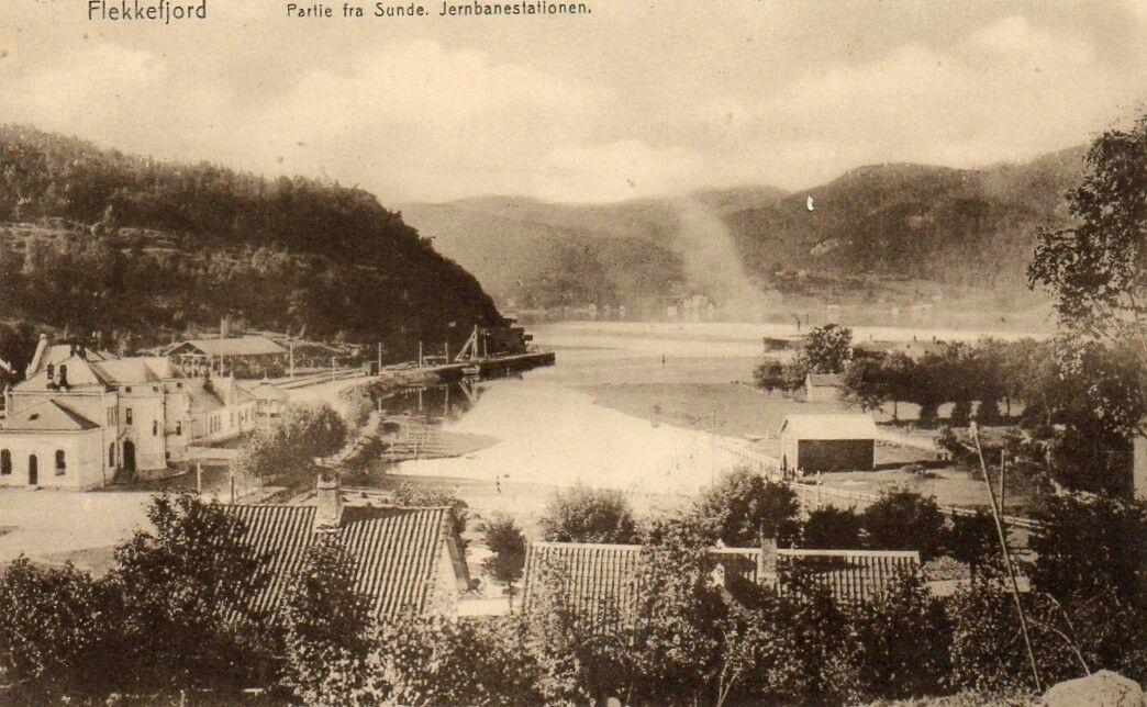 Vest-Agder fylke Sunde i  FLEKKEFJORD kommune med stasjonen Utg .Flekkefjords Papirhandel tidlig 1900-tall