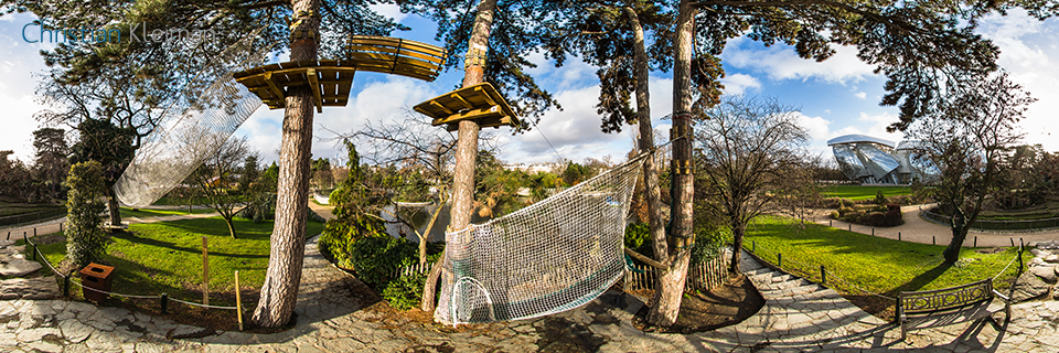 The Zip Line La Tyrolienne At Le Jardin D Acclimatation Bois