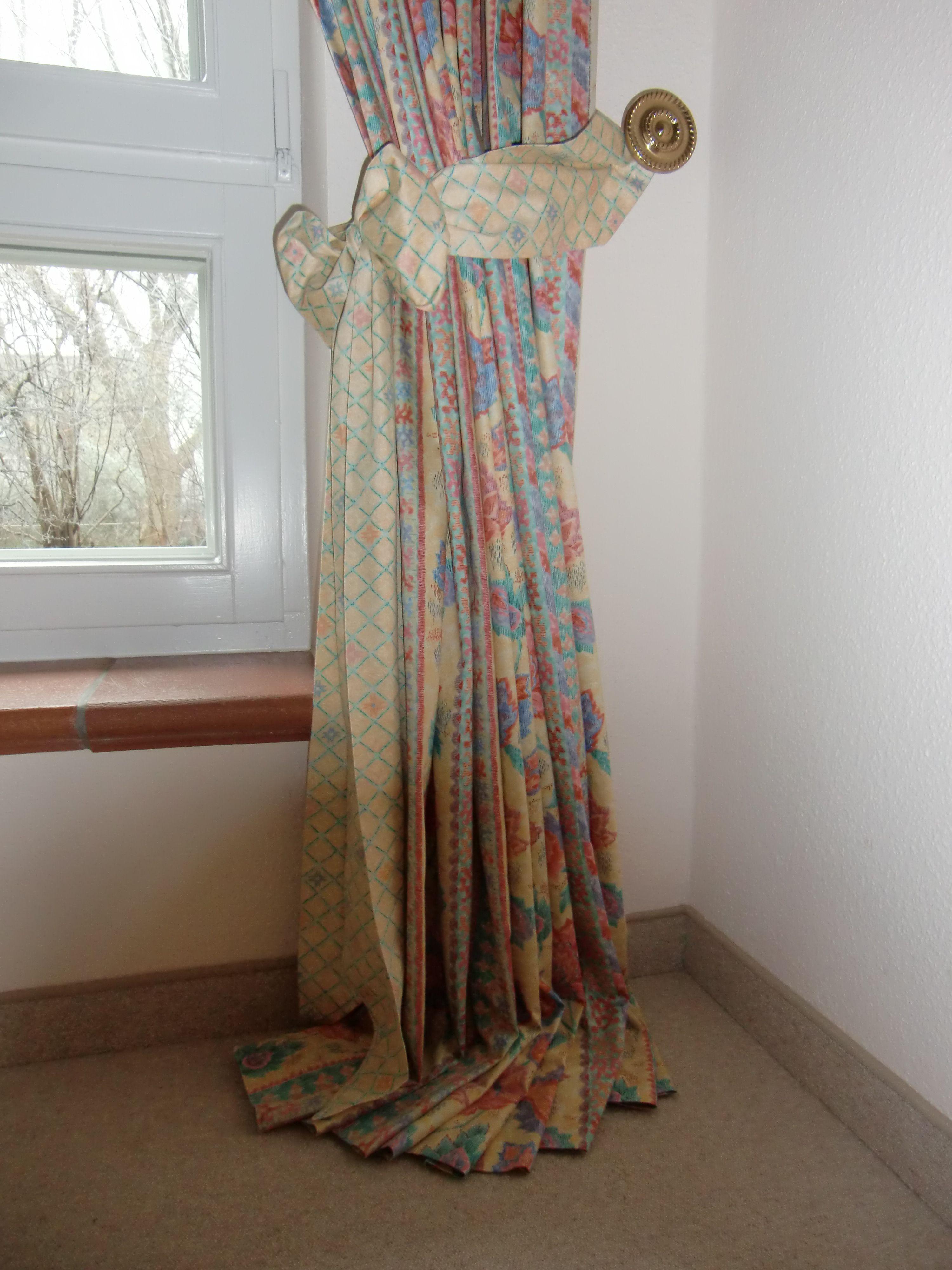 Raumausstatter gardinen dekorationen  klassische Dekoration, Seitenschal fest dekoriert mit Schleife ...