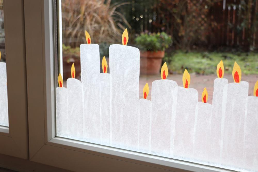 weihnachtliche fensterdeko transparentpapierkerzen