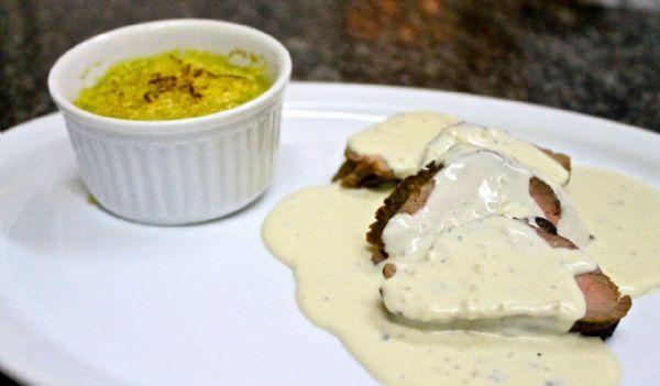 Chef Eliane Carvalho ensina como fazer escalope de filé mignon ao molho gorgonzola