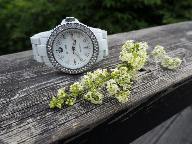 Mid-Summer Essentials. JetSet Addiction watch