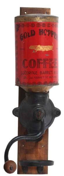 Antieke 'Gold Hopper' koffiemolen,1930 .Houten rug, gietijzer molen voor koffiemerk Gold Hopper (Goodridge Barrett Co., Boston)