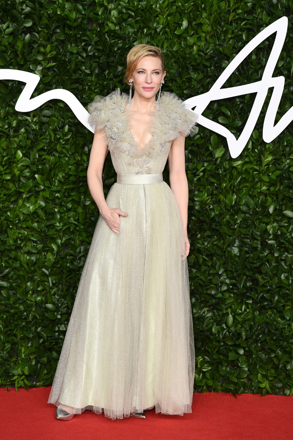 See The Best Red Carpet Looks From The 2019 Fashion Awards Fashionista Red Carpet Looks Dresses Red Carpet Fashion
