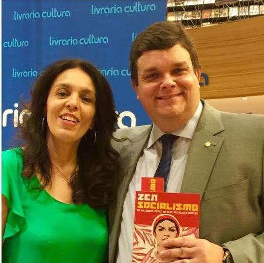 Wolney Queiroz prestigia lançamento de livro da jornalista Cynara Menezes http://www.jornaldecaruaru.com.br/2015/11/wolney-queiroz-prestigia-lancamento-de-livro-da-jornalista-cynara-menezes/