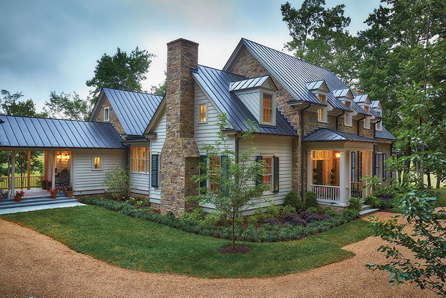 Aesthetic farmhouse exteriors design ideas (64) Modern