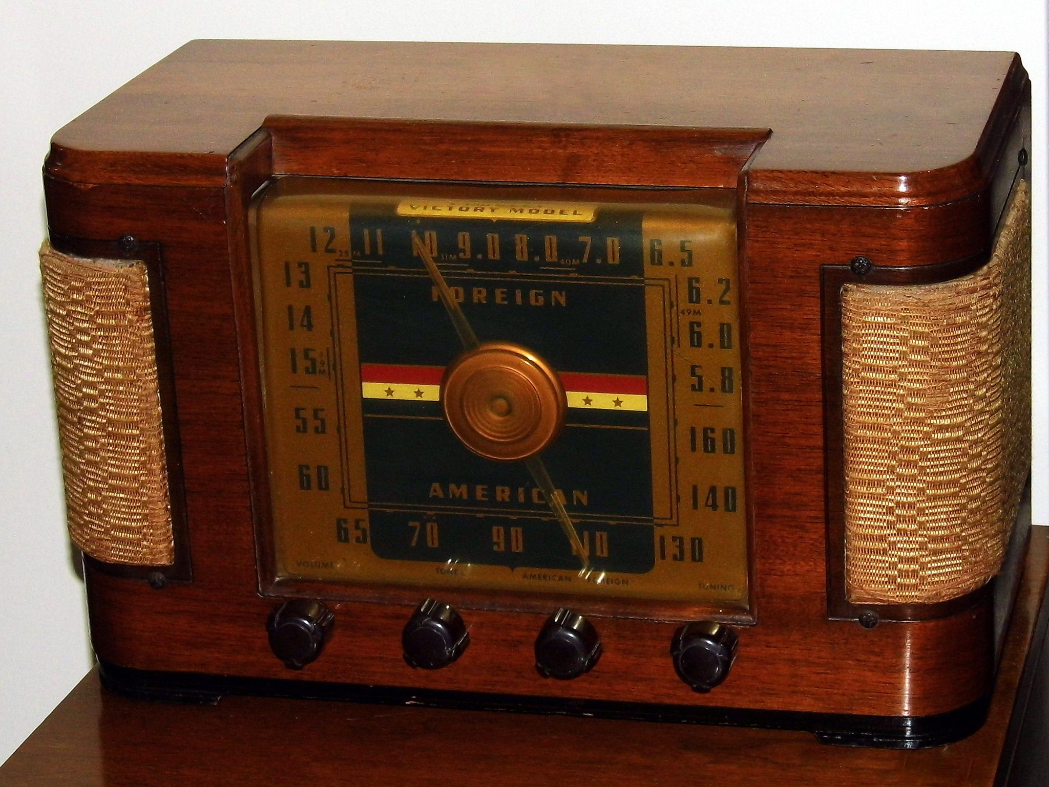 Vintage Crosley Victory Model Table Radio Model 63tj Broadcast Short Wave Bands 6 Vacuum Tubes Wood Cabinet Made In Usa Circa 1946 Antique Radio Vintage Radio Retro Radios
