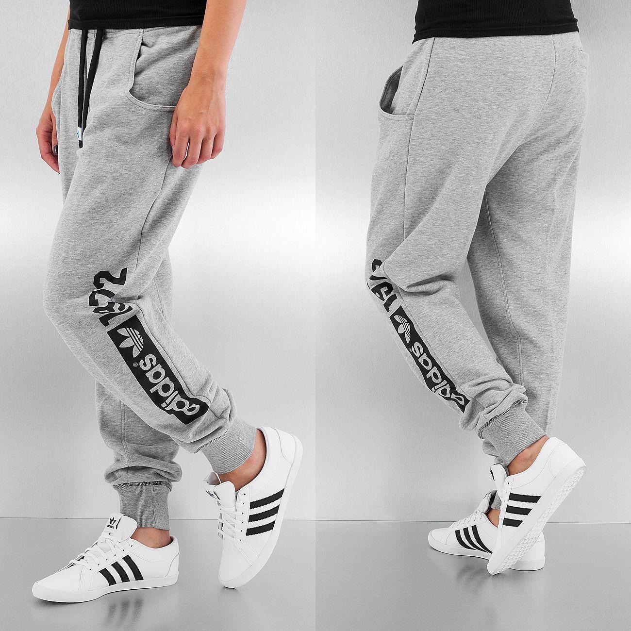 ce98d931f28 Adidas broek / joggingbroek Super Baggy in grijs Adidas Originals,  Joggingbroeken