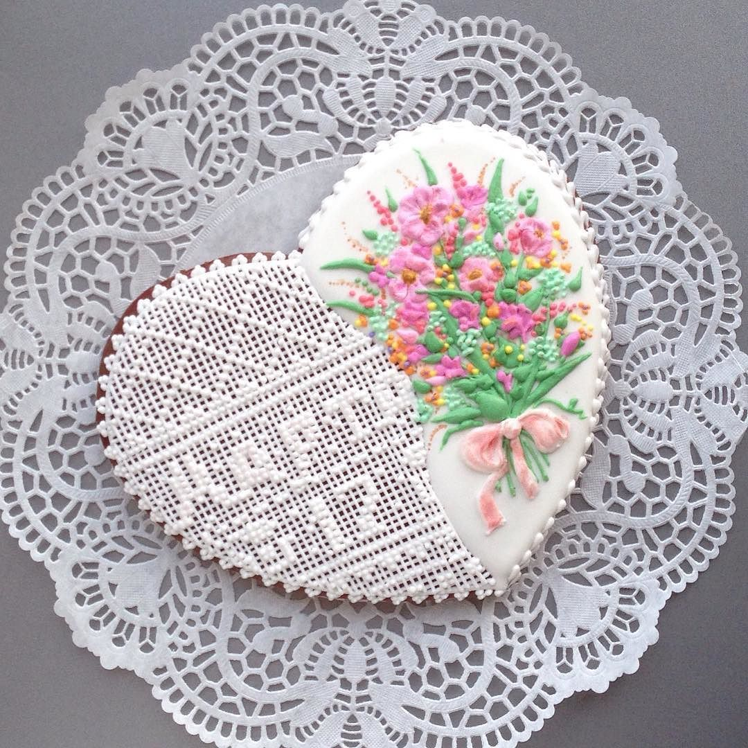 Марта- это имя!  #сладкийстол #сладкийподарок #день8марта #chelyabinsk #челябинск #пряникиназаказ #пряникичелябинск #cookies #galetasdecoradas #gingerbread #gingerbreadcookie #valentine #valentineday #icedcookies #подарокчелябинск #комплимент #cookieart by usmarianna