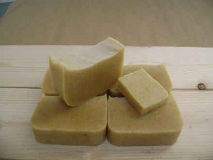 Retete sapun natural cu galbenele