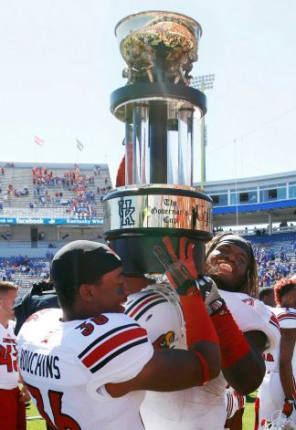 Louisville S Kevin Houchins Left And Lorenzo Mauldin Lift The Governor S Cup Trophy After Defeating Kentucky 27 13 Louisville Kentucky College Football News