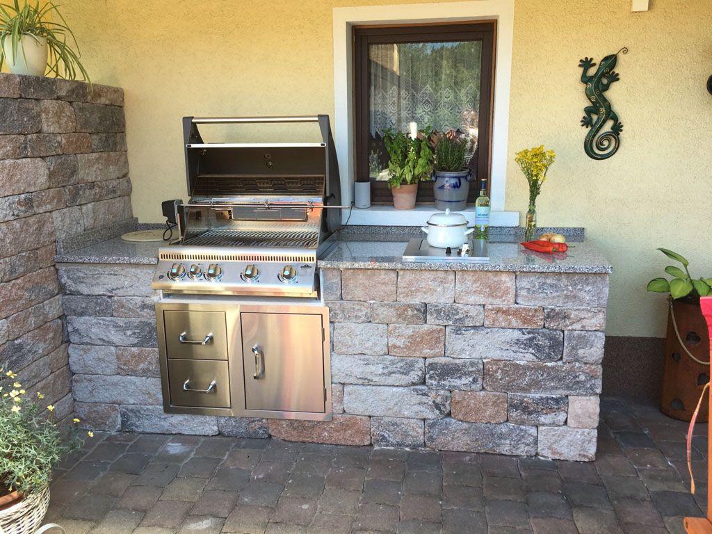 Selbstgebaute Outdoorkuche Aus Stein Mit Napoleon Grill Und Kochfeld Selfmade Outdoor Kitchen Made Of St Grill Kuche Aussenkuche Eingebauter Grill
