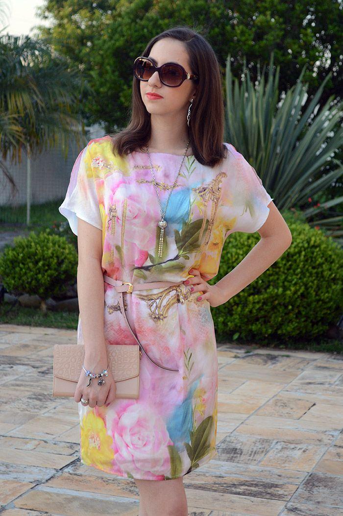f95a46c82 Look do dia com Vestido floral da Dimy, carteira: Arezzo Looks De Verão,