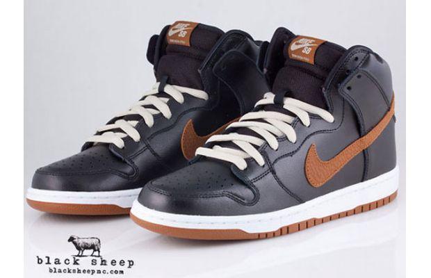 b77989b90d8a Nike SB Dunk High