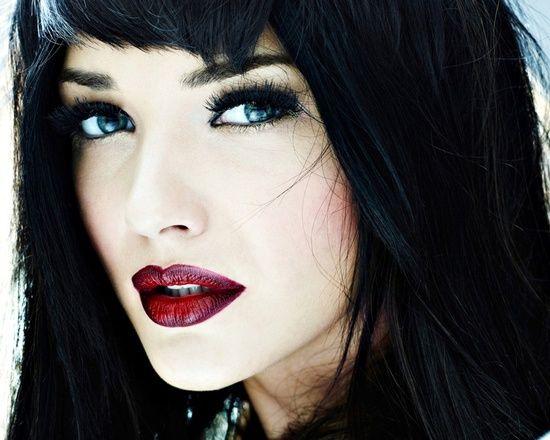 Red Lipstick Brown Hair Blue Eyes: Blue Eyes, Black Hair, White Skin... WOW!