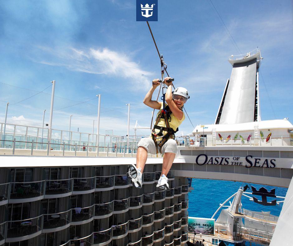 #royalfun Nem olhando lá do alto, na tirolesa, dá pra ter uma ideia de todas as opções de entretenimento que o Oasis of the Seas reserva pra você!  Clique na imagem para saber mais e garanta já o seu lugar!