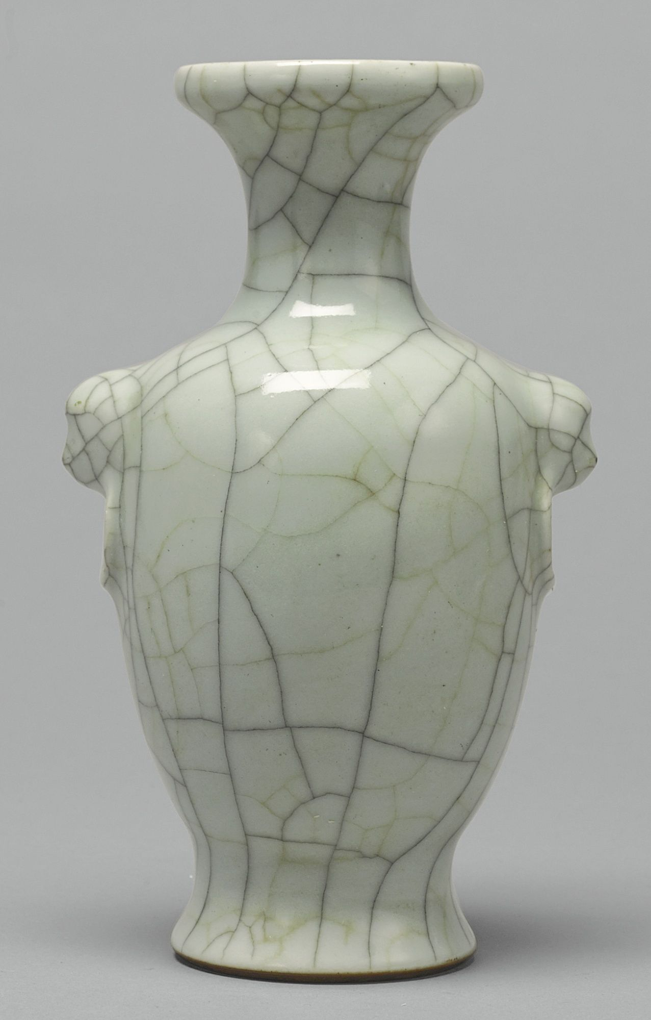 A GUAN-TYPE VASE<br>QING DYNASTY, 8TH / 8TH CENTURY  lot