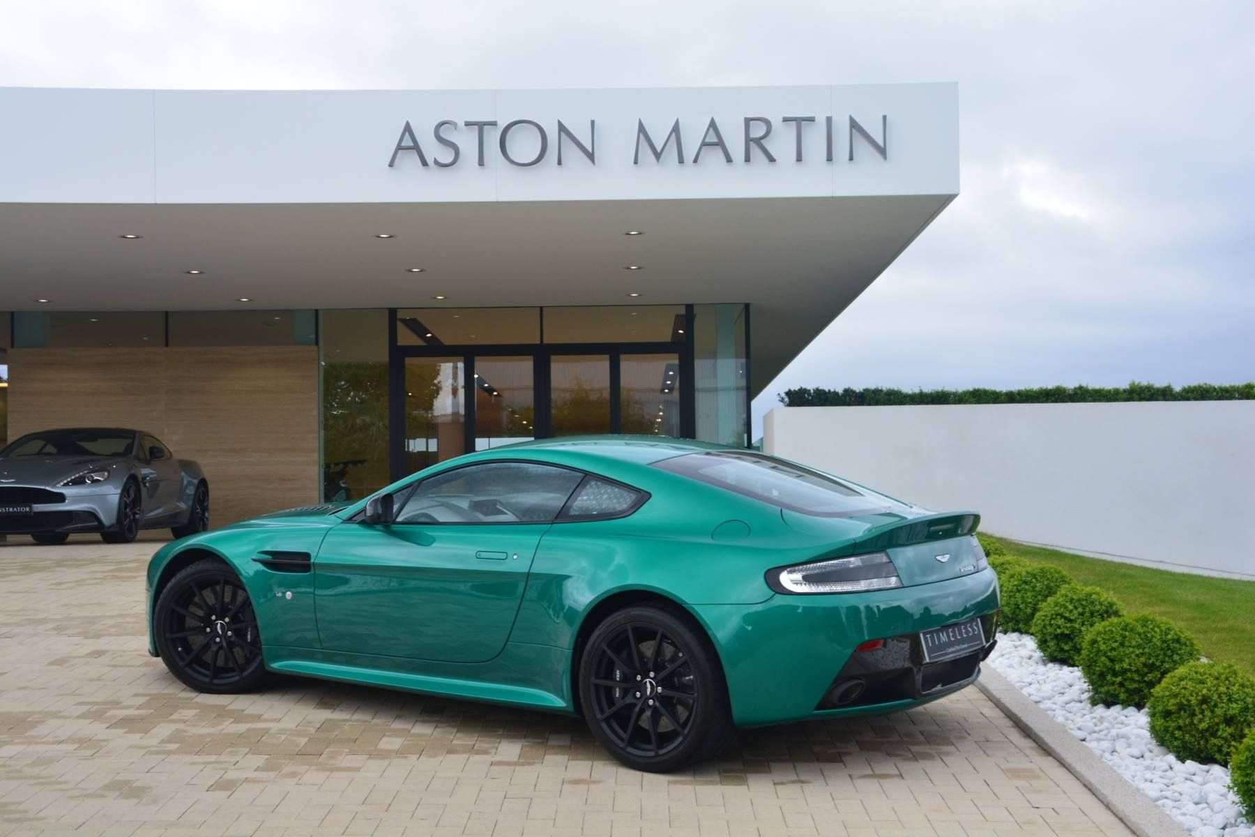 aston martin v12 vantage s - viridian green | zoom zoom