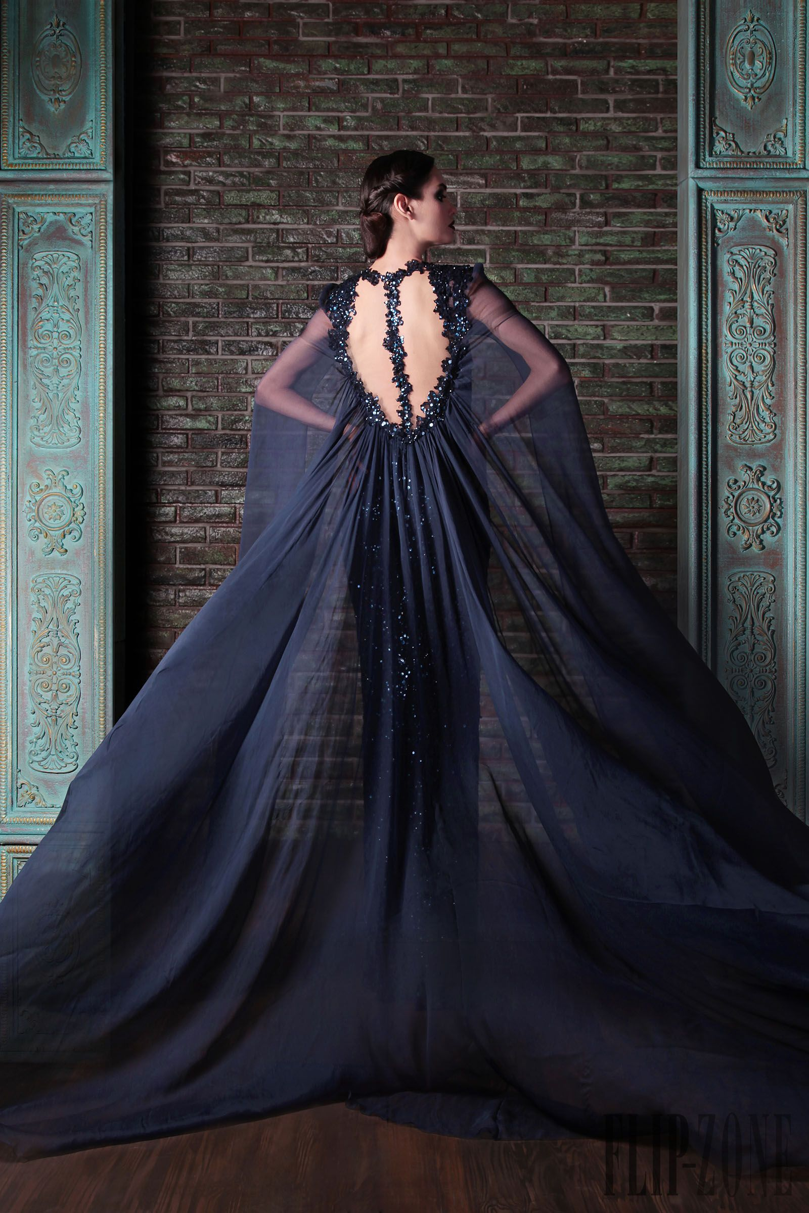 Pin by vickygiannouli on haute couture pinterest haute - Robe reine des glaces ...