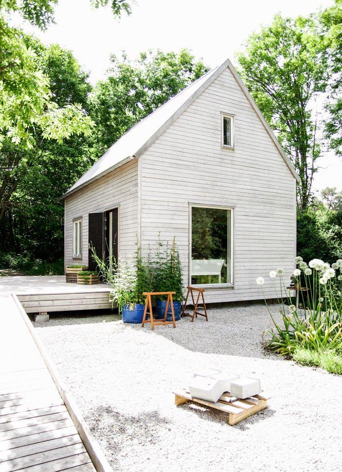 Ein h bsches skandinavisches gartenhaus kolorat gartenhaus haus fassade pinterest - Skandinavisches gartenhaus ...