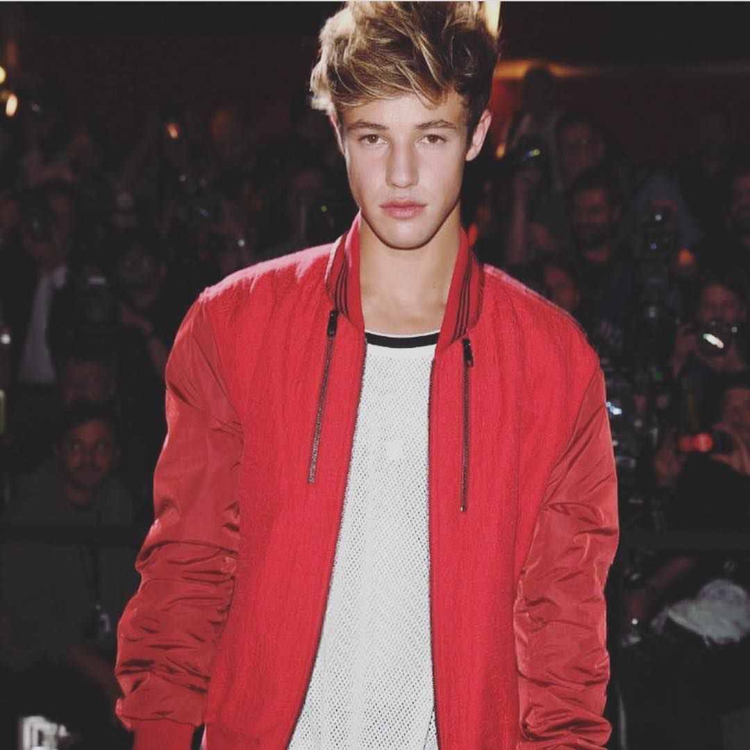 Cameron Dallas outfit on point!
