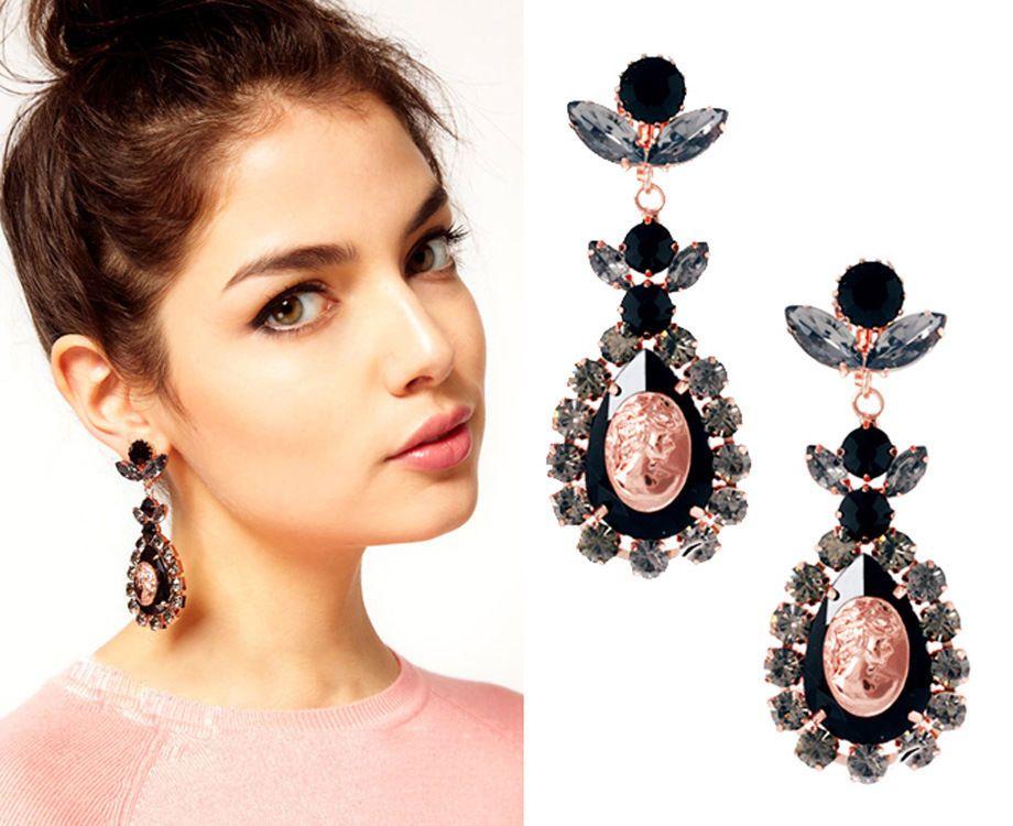 I want these so baaaad! Sexy earrings...