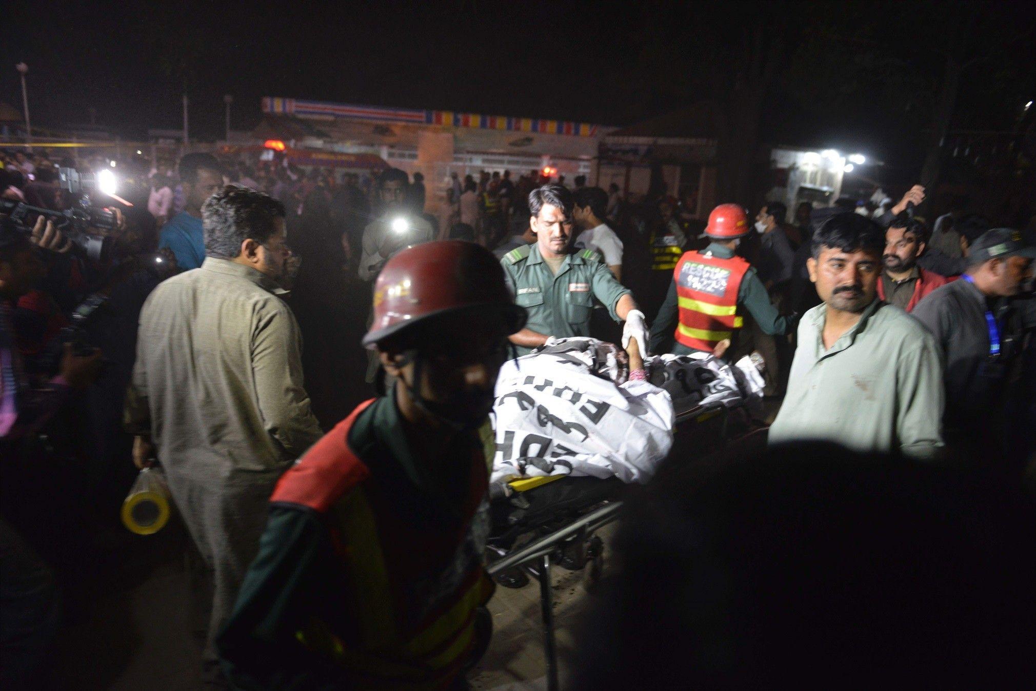 Selvmordsangreb i Pakistan rammer park fyldt med familier  Mindst 65 er dræbt og over 280 er såret søndag aften ved et selvmordsangreb i Lahore, Pakistan, skriver AFP.  27. mar. 2016 kl. 16.57  opdateret 27. mar. 2016 kl. 21.20