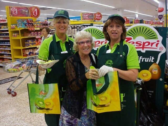Zespri Sampling Campaign in Tesco stores nationwide. Contact field Marketing supplied a national team of sampling staff to invite Customers to taste both the green and gold kiwi fruit before they bought, promotional shopping bags were given out to encourage sales. Excellent increase of sales were reported throughout the Sampling campaign.