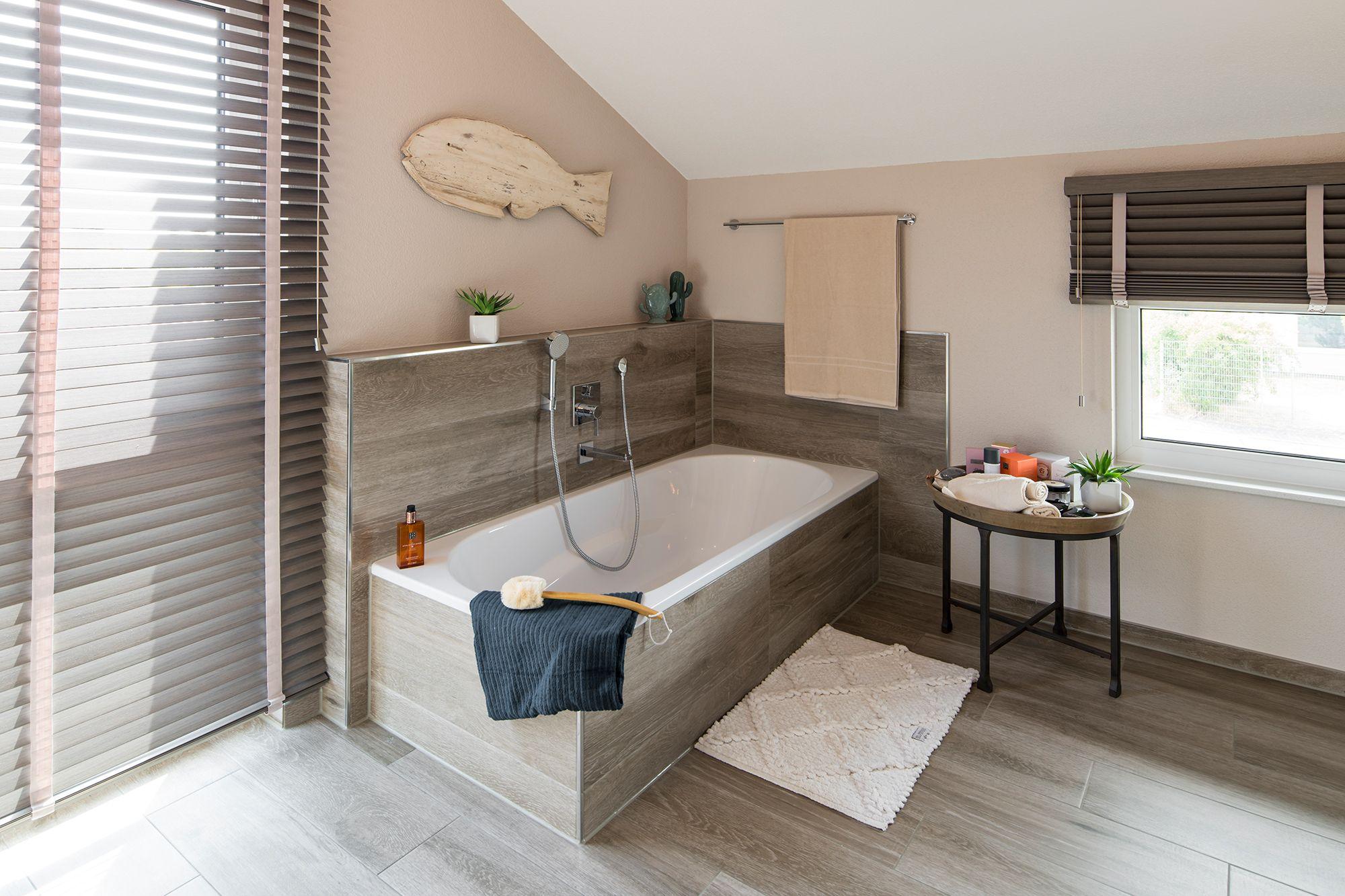 Wohnideen Badezimmer In Beigetonen Mit Bodentiefem Fenster Fertighaus Kaufen Haus Fertighauser