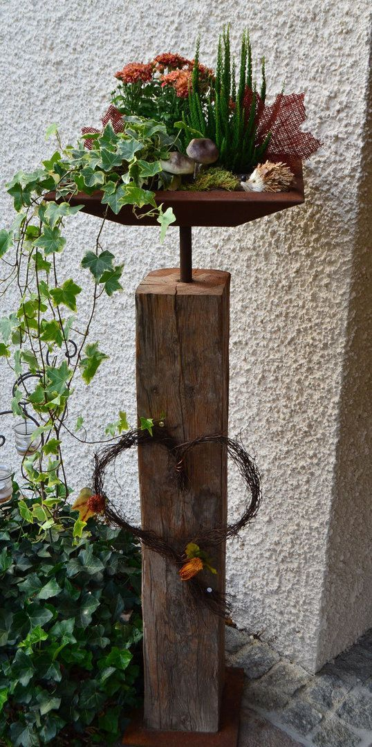 Altholzbalken mit edelrost schale und bodenplatte eckig for Gartendekoration aus rost