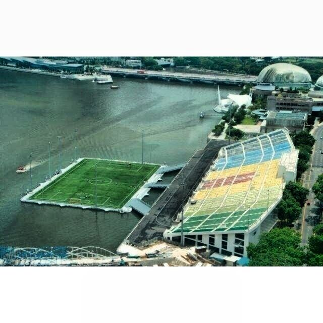 Check Out This Cool Floating Soccer Stadium Located In Marina Bay Singapore Football Stadiums Soccer Stadium Football Pitch