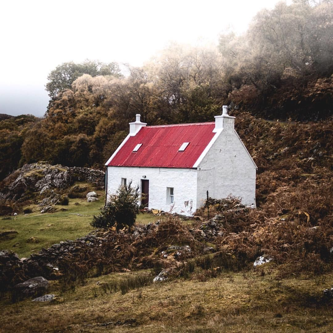 Modern House Red Roof: Red Roof. White Rendered Walls. Mist.