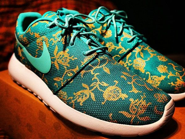 526fa899a638 357ce b04f1  good nike roshe run gold floral custom teamroshe 86e27 6d036
