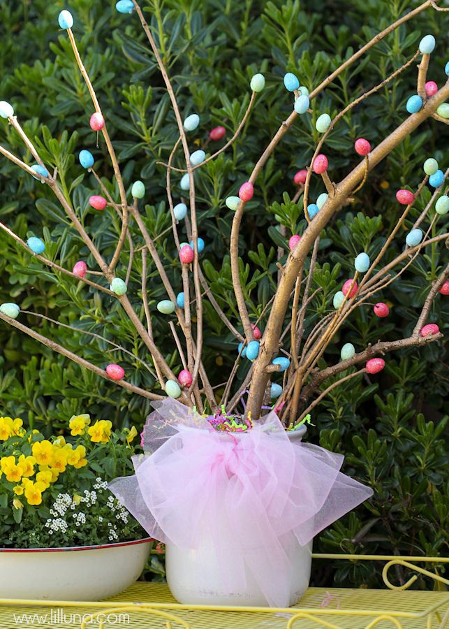 Simple And Inexpensive Easter Centerpiece