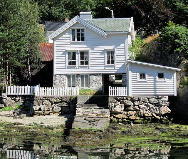 Traditional norwegian house just by the sea traditional house and lakes for Traditional scandinavian home design