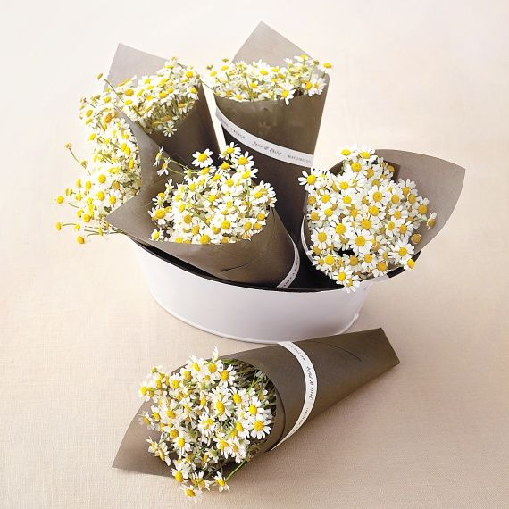 Bid adieu to your wedding guests with a flower market–style mini bouquet bundled in glassine. Download the free clip art!