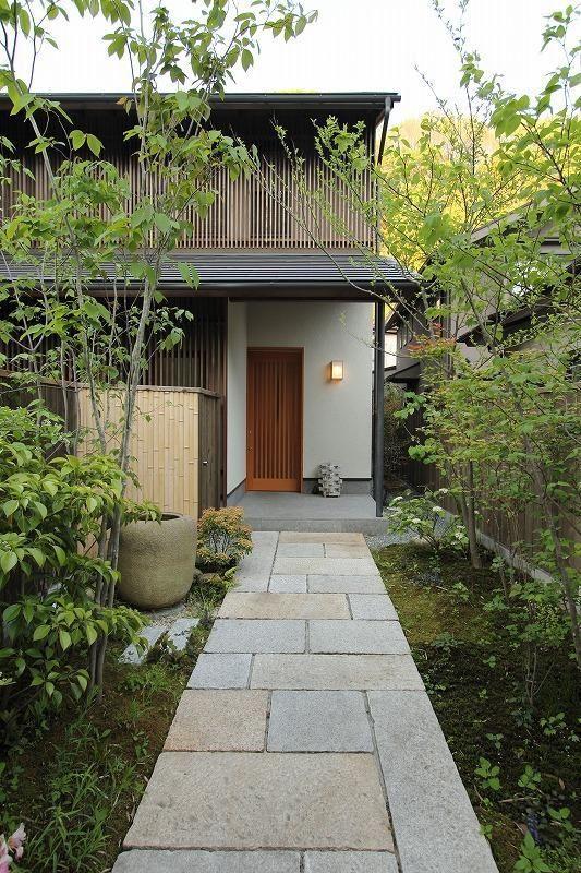 その先が見たくなる 素敵なアプローチのある家7選 日本庭園の