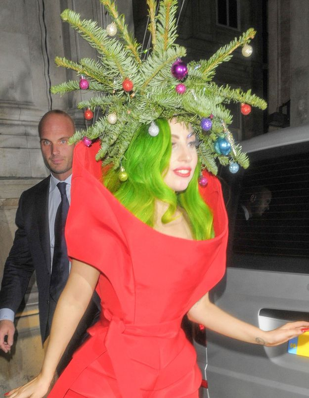 Lady Gaga Is A Human Christmas Tree Funny Christmas Hats Christmas Costumes Diy Christmas Hats
