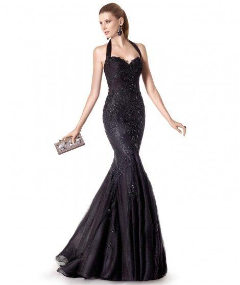 5fb1d4d88 Vestido de fiesta largo en tul y pedrería con cuello halter. Color negro