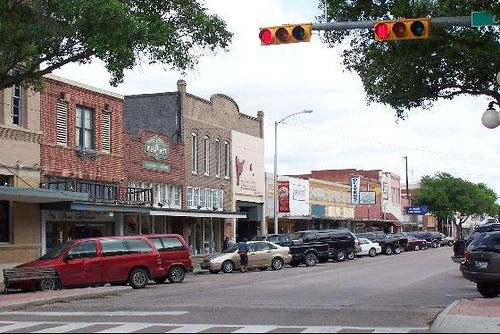 Downtown Kingsville Tx I Moved From Southern California To Southern Texas How Do You Think The Change Is Go Favorite Places Kingsville Kingsville Texas