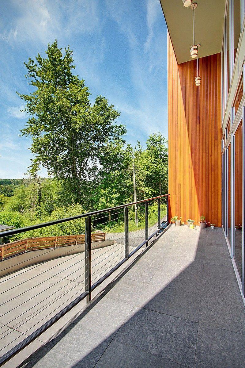 балкон с видом на лес